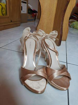 Heels vincci size 8 new