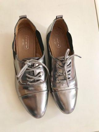 Coach 💯% authentic , women metallic silver leather shoes