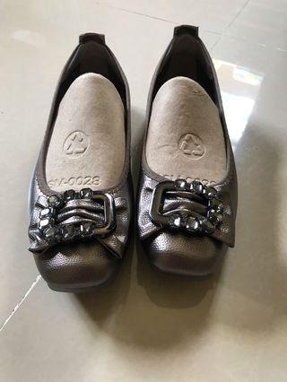 Almost brandnew figlia shoes, once nagamit, swerte ng makakabili kasi bagong bago pa..