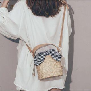 夏天可愛格紋兔耳草編斜背小包