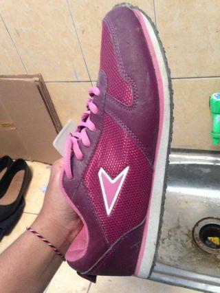 Sepatu Olahraga Bata