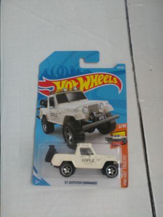 [暑假減價優惠]Beige color hotwheels 67 jeepster commando pickup