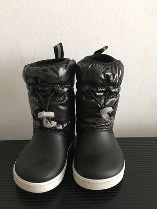 🚚 Winter Boots Crocs Size C6