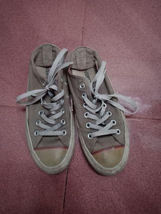Sepatu Converse abu original