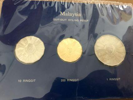 🚚 1976 Coinage of Malaysia Commemorating Malaysia Third Plan Gold Silver Nickel Proof Coin set