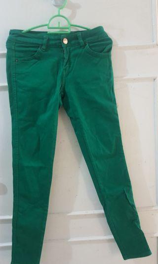 Celana semi jeans hijau