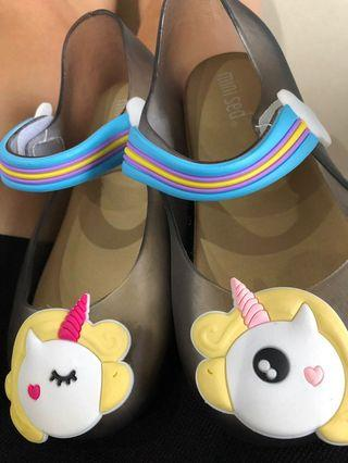 🚚 Young Girls Shoes - Unicorn Design Size Eu29