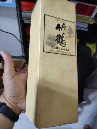 竹鹤威士忌酒盒吉盒一個。