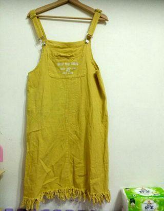 淺黃吊帶連身裙S. M🉑