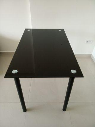 🚚 Very good condition dinning table