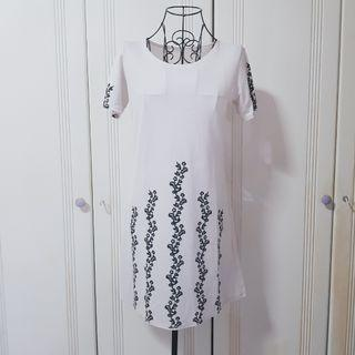 (FREE WITH PURCHASE) B/W FLORAL WHITE SLEEVED DRESS