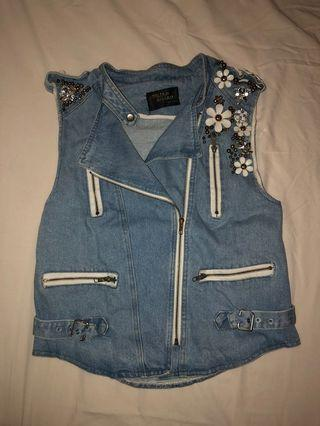🚚 Denim Jacket with flowers & beaded design