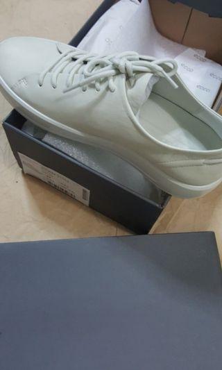 🚚 ECCO Shadow White Sneakers