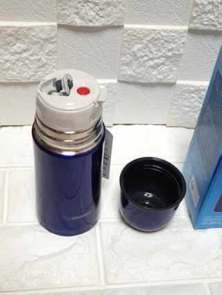 Holiday Special: High quality Signature Zojirushi 350ml stainless steel flask, 6.8cm by 6.8cm by 18cm; 235grams