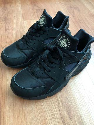 (Used) Nike Air Huarache Triple Black