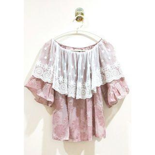 🚚 🐰里歐安琪🐰盛夏的雛菊蕾絲一字領2way兩穿公主袖上衣