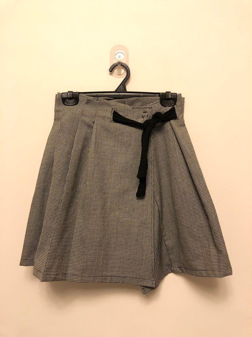 JENN LEE羊毛短裙 可單穿也可當罩裙 買了發現太小 僅試穿