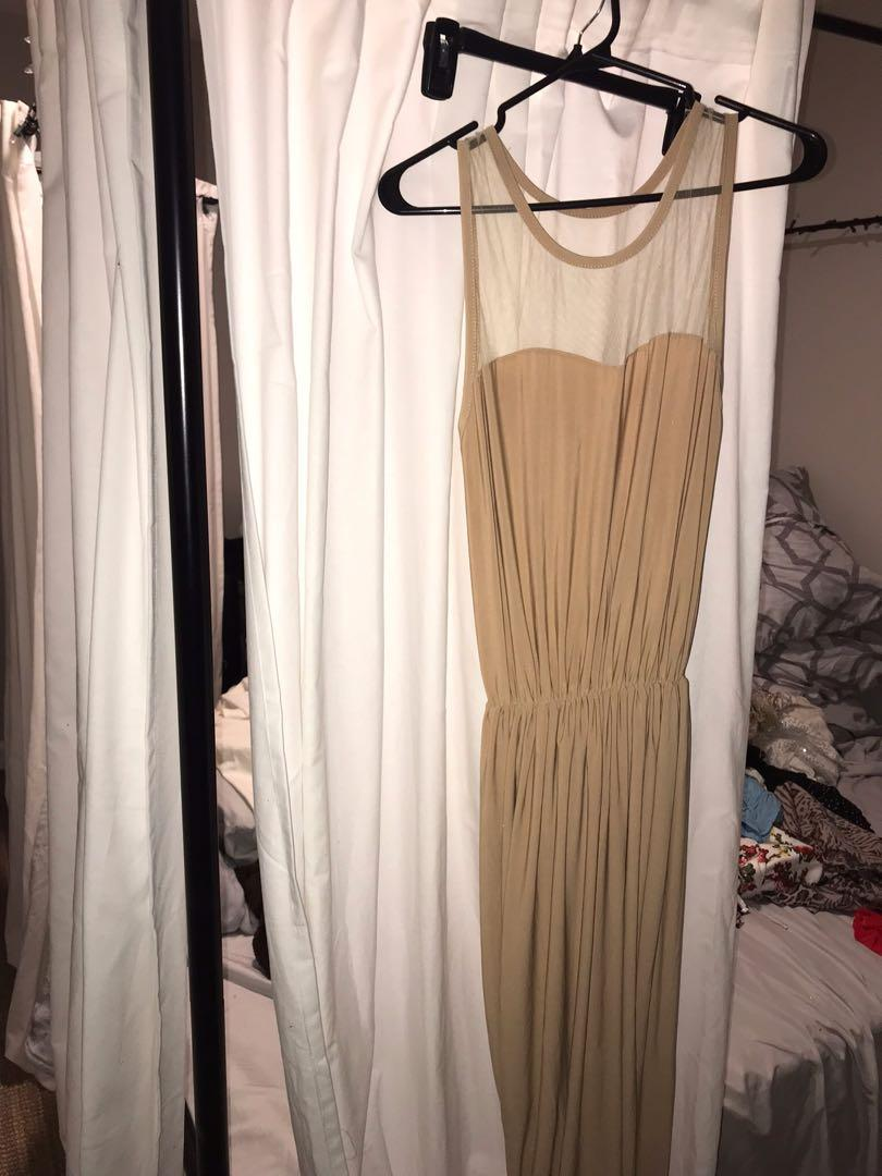 Like new long formal maxi dress wore once ! Paid 130 fits med. large