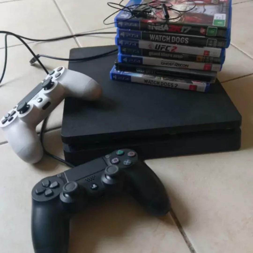 Perfect/Mint Playstation PS4 Pro (4k) 1tb plus 2 games