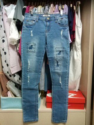 M號淺藍刷破牛仔長褲