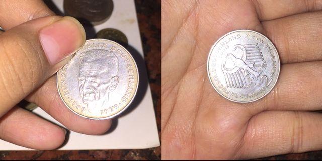 Uang kuno asing Th. 1990