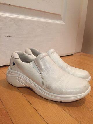 Dental/nursing shoes 5 1/2