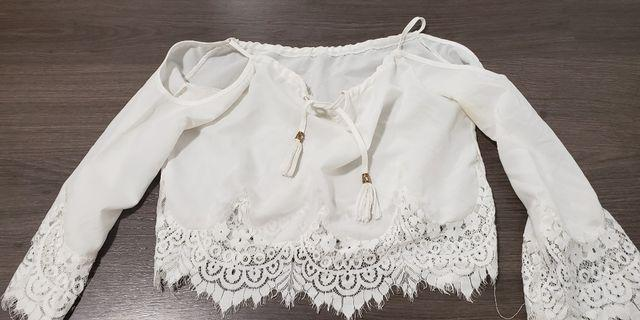 White lace crop top size xs to small