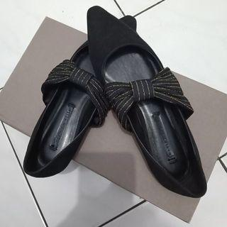 Sepatu Fashion/Flats/Covered/D'Orsay Charles & Keith (Preloved)