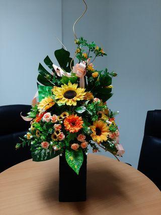 🚚 Artificial Flower Arrangement