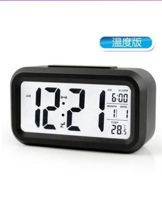 🚚 Large screen LED digital alarm clock