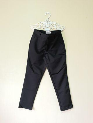 (NEW) Black Cropped Trousers