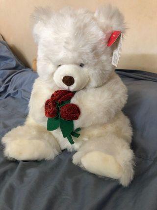 白色抱玫瑰花的熊熊