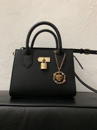Authentic Samantha Thavasa crossbody sling bag