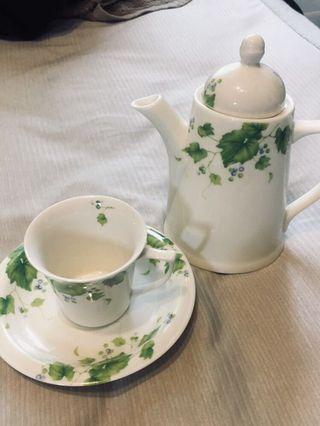 🚚 狀態極好的歐式茶具組