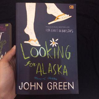 Novel Looking for Alaska - John Green
