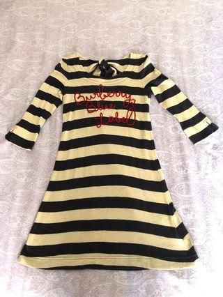 真品日本藍標Burberry Blue Label 米黑相間紅立體草寫字母七分袖洋裝