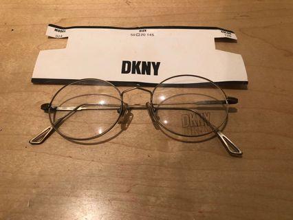 🚚 BN DKNY Classic Glasses