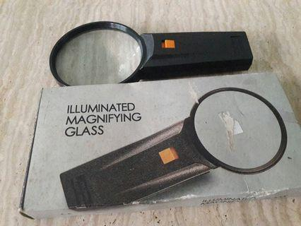 Magnifying Glass w light
