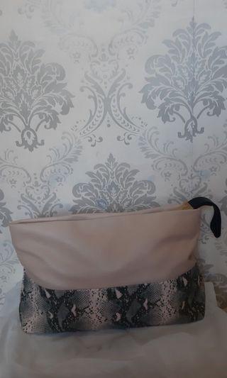Zara clucth