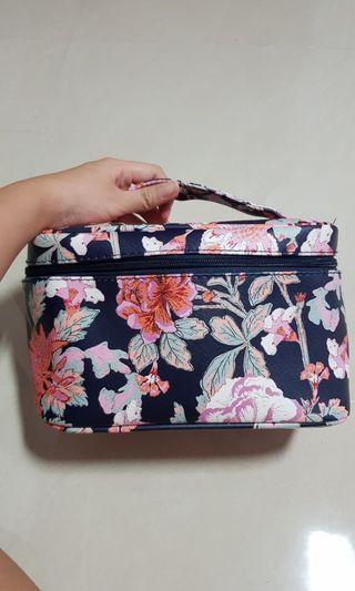 🚚 Floral Cosmetic Bag