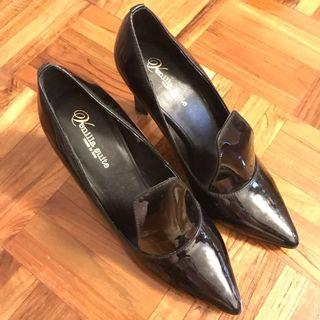 漆皮黑色高跟鞋(超型)