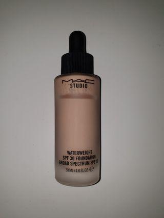 MAC Waterweight SPF30 Foundation in NW15