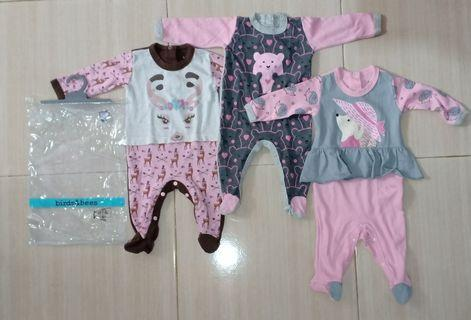 Sleepsuit birds and bees