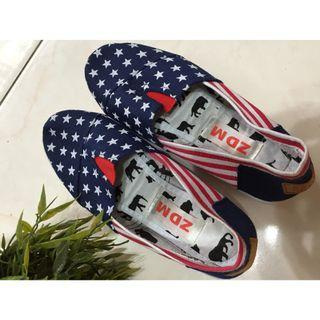 Brand new casual canvas shoe for sales