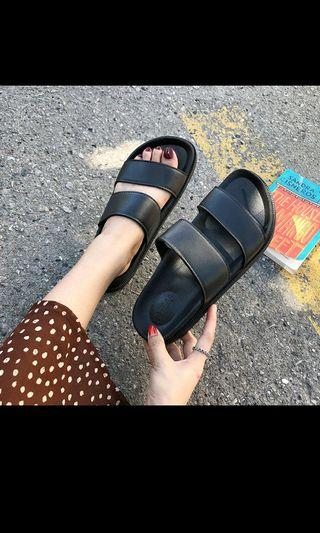 🚚 Casual sandals