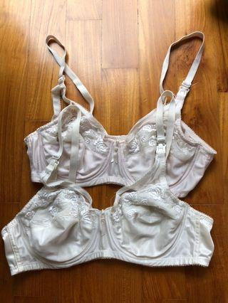 🚚 Lot of 2 Nursing Bras