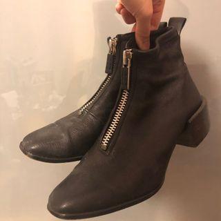 🚚 Calvin Klein CK 黑色拉鍊短靴
