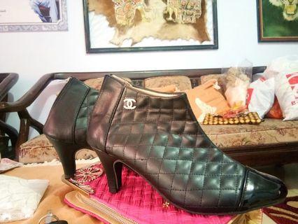 Sepatu boots wanita