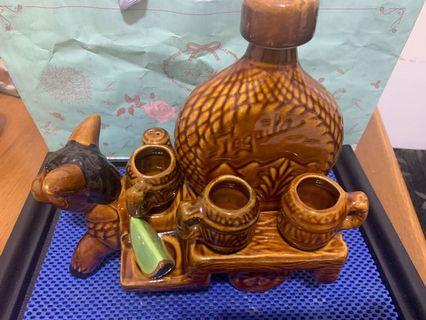 🚚 南美洲 陶瓷造型酒瓶杯調味瓶組