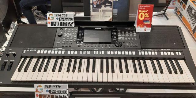 Keyboard Yamaha PSR S775